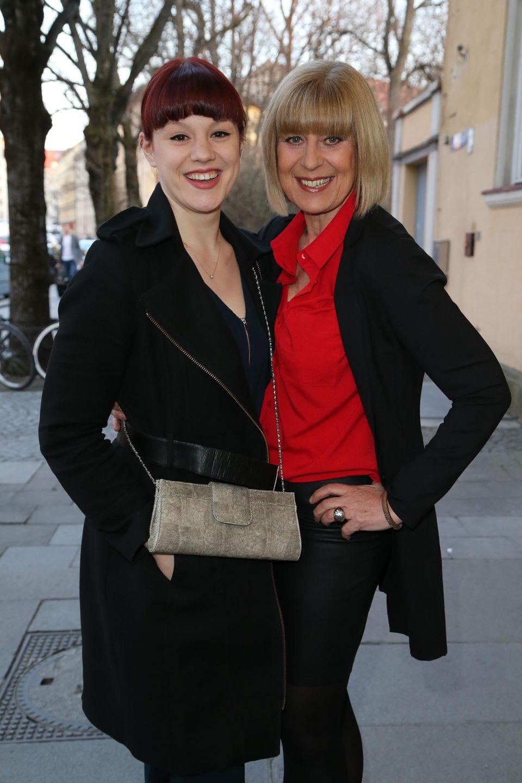 Mona Seefried (r.) mit ihrer Tochter - und Schauspielerin - Laura Schneiderhan