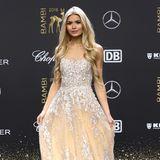 Sonst kennt man Fitness-Instagrammerin Pamela Reif in Sportkleidung, doch beim Bambi bezaubert sie in einem Prinzessinnen-Kleid.