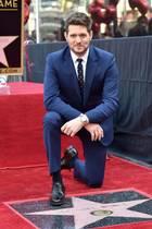"""16. November 2018  Hollywood ehrt den Sänger Michael Bublé: Auf dem """"Walk of Fame"""" hat der kanadische Musiker eine Sternen-Plakette enthüllt - und darauf gleich einen Kraftakt vorgeführt..."""