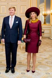 14. November 2018  Nach einer kurzen Pause ist die niederländische KöniginMáxima zurück – und das schöner denn je! Bei einer Konferenz im heimischen Utrecht strahlt Maxima von Kopf bis Fuß in glanzvollem Rot.