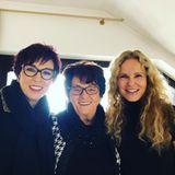 """Auf Instagram teiltdie RTL-Moderatorin Katja Burkhard einen Schnappschuss von sich, ihrer Schwester und ihrer Mutter. Denn die ist gerade 85 Jahre alt geworden. Zu dem Bild schreibt die Moderatorin: """"Happy Birthday, Mama! Unsere Mamatschi wird heute 85! Meine Schwester Ruth und ich wünschen ihr, dass sie noch lange so fit, froh und amüsant bleibt."""""""