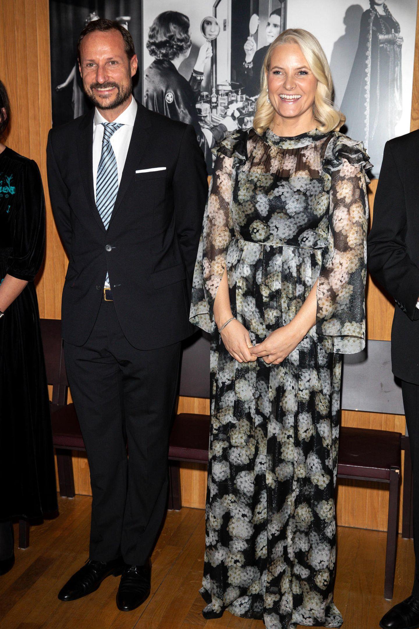 30. Oktober 2018  Strahlend schön präsentieren sich Prinzessin Mette-Marit und Prinz Haakonbei der Verleihung des Literaturpreises des Nordischen Rates.