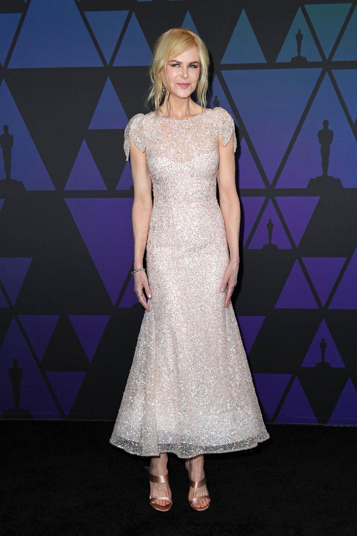 Nicole Kidman zeigt sich stilsicher wie immer im glitzernden Kleid von Rodarte.
