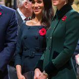 Wie auch Kate trägt Herzogin Meghan bei der Gedenkfeier zum 100. Jahrestag des Endes des ersten Weltkriegs in der Westminster Abbey einen dunklen Zweireiher.