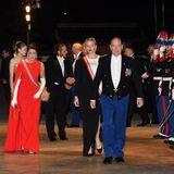 Die monegassische Fürstenfamilie trifft bei der Gala zum Nationalfeiertag im Grimaldi Forum ein.