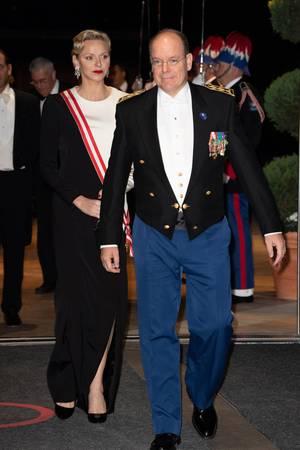 Fürstin Charlène undFürst Albert II. von Monaco bei der Gala zum Nationalfeiertag.