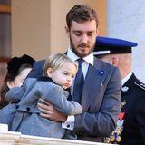 Pierre Casiraghi kümmert sich liebevoll um Söhnchen Stefano Ercole Carlo. Es ist der erste große Auftritt seines Sohnes.