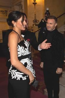 """Herzogin Meghan erscheint an der Seite von Prinz Harry im Londoner Palladium-Theater beim """"Royal Variety Charity""""-Event. Mit der Wohltätigkeitveranstaltung werden Hunderte Künstler aus Großbritannien unterstützt, die aufgrund von Alter, Krankheit oder schwierigen Zeiten Hilfe benötigen. Hier trifft die schöne Herzogin von Sussex auf dieBoyband-Legenden von """"Take That."""""""