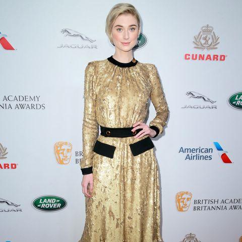 """""""Guardians Of The Galaxy""""-Schauspielerin Elizabeth Debicki trägt ein goldenes Prada-Kleid im Vintage-Look"""