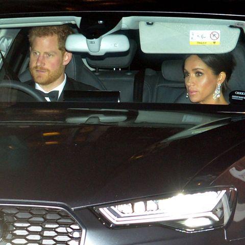 Prinz Harry fährt sich und Ehefrau Herzogin Meghan zum Geburtstagsempfang seines Vaters Charles.