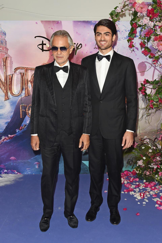"""Auf Sohn Matteo ist Andrea Bocelli sehr stolz: """"Ich freue mich vor allem darüber, dass er ein junger Mann mit den richtigen Werten ist und in meinen Augen keine schlechte Angewohnheiten hat"""", sagt der Papa."""