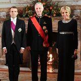 Am ersten Tag ihres Staatsbesuchs in Belgien erscheint Brigitte Macron zum Staatsbankett in einer eleganten Abendrobe. Doch dieses Modell kommt uns ziemlich bekannt vor. Tatsächlich trug Frankreich First Lady dieses Kleid bereits in Rot im Januar 2018 auf ihrer Asien-Reise.