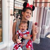 7. Oktober 2018  Mia Rose und Mama Sarah strahlen um die Wette: Der Besuch im Disneyland in L.A. scheint ein voller Erfolg sein.