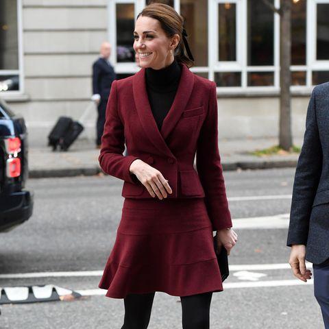 Herzogin Catherine strahlt bei ihrem Besuch einer Londoner Universität.