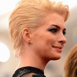 Die krasseste Typveränderung hatte die schöne Anne allerdings mit ihrem platinblonden Shortcut, den sie unter anderem bei der Met Gala im Mai 2013 präsentierte.