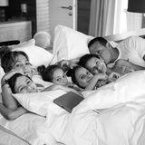 Jennifer Lopez und Alexander Rodriguez verbringen mit den Kids ein gemütliches Thanksgiving im Bett.