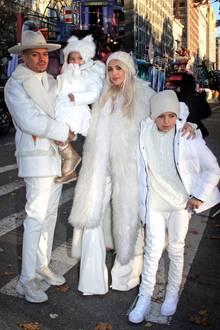 Schon allein Evan Ross, seine Frau Ashlee und die Kinder Jagger und Bronx leuchten in Weiß um die Wette.