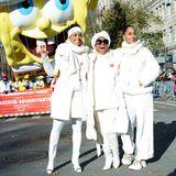 Ebenso wie die drei Schwestern Rhonda, Chudney und Tracee Ellis Ross, die ganz herrlich in der Sonne leuchten.