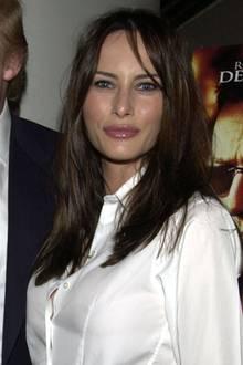 2001  Die Haare sind wieder etwas dunkler - fast entsprechen sie schon wieder Melanias originalen Farbe. Weniger natürlich hält die damals 31-Jährige es jedoch mit ihremMund. Ihre Lippen wirken plötzlich viel voluminöser.