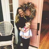 Hilary Duff ist dankbar für ihre zwei gesunden, süßen Kinder. Die Schauspielerin ist vor kurzem erneut Mutter einer Tochter geworden. Fröhlich posiert die Blondine mit ihrem älteren Sohn Luca Cruz.