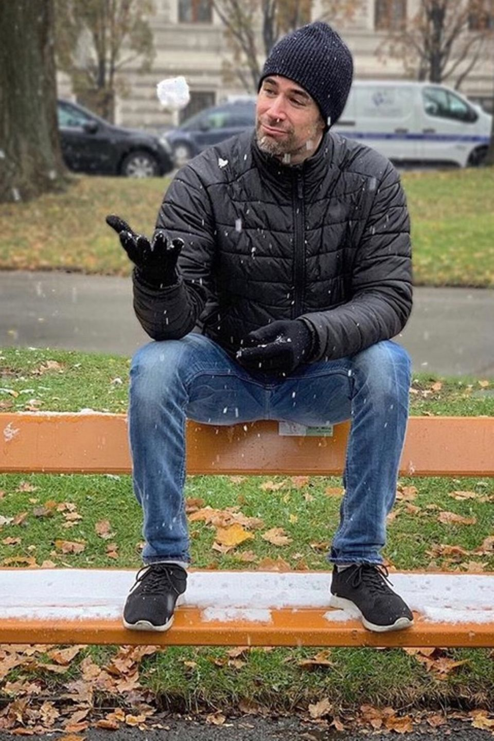 """Jo Weil """"freut sich wie ein kleines Kind"""" über den ersten Schnee in Wien."""