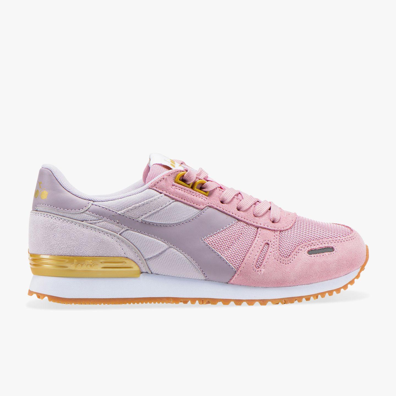 """Da geht jeder Girly-Wunsch in Erfüllung: Der """"Titan"""" verwandelt jeden Fuß zu einem rosa, pastelligenHingucker. Von Diadora, ca. 90 Euro."""