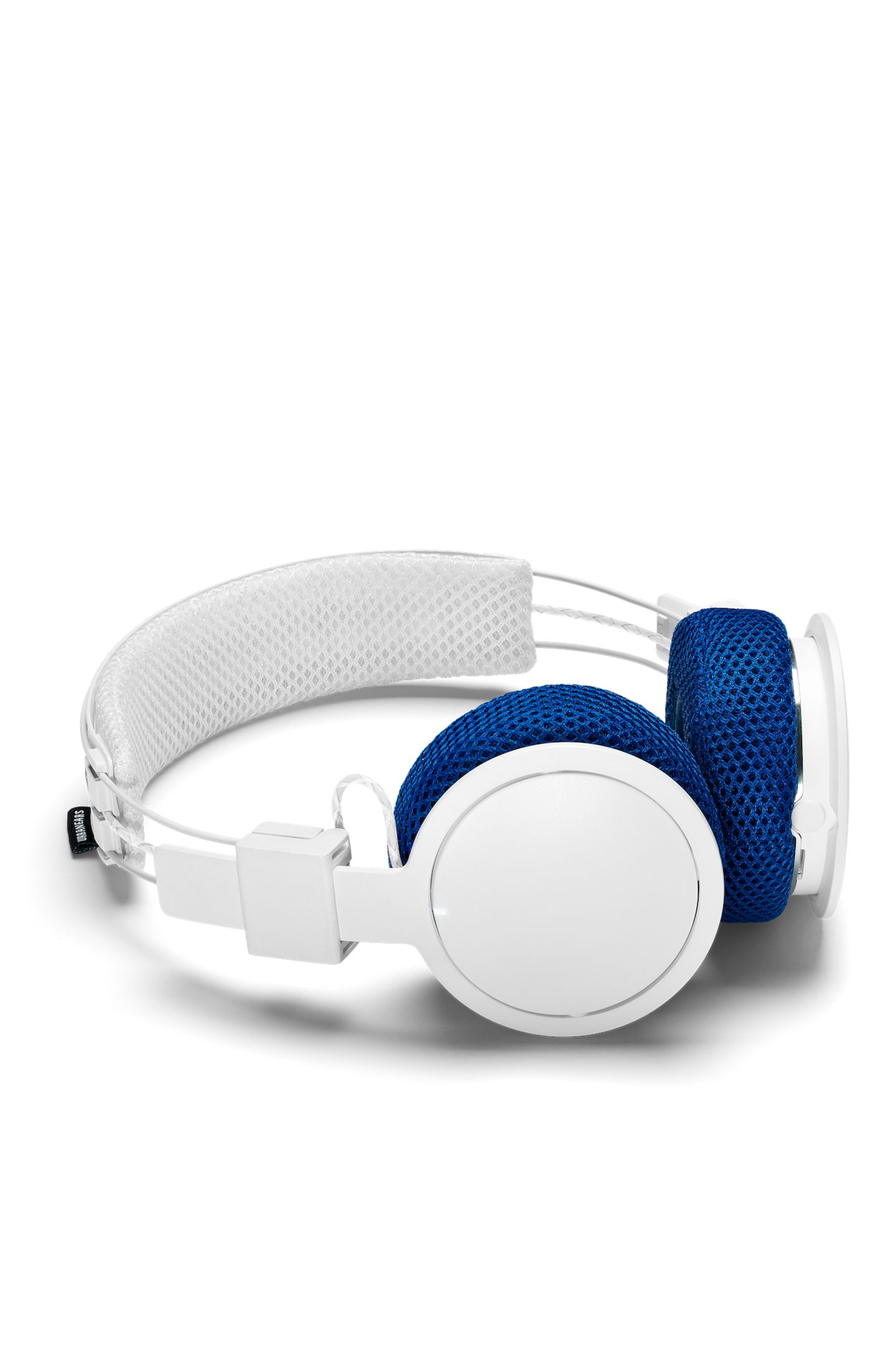 """Wenn der Beat stimmt, läuft's beim Workout doppelt so gut. Vor allem, wenn man sich nicht in lästigen Kabeln verheddern kann. Wie gut, dass die """"Hellas""""-Kopfhörer über Bluetooth laufen und mit sportlichen Funktionen kommen. Von Urbanears, ca. 90 Euro."""