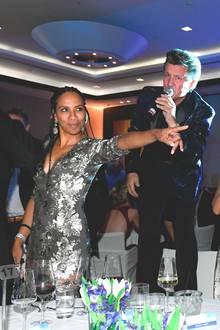 """24. November 2018  Im funkelnden Pailletten-Kleid und Rasta-Zöpfen feiert Barbara Becker ausgelassen bei der Benefiz-Gala""""Dolphin's Night"""" in Düsseldorf."""