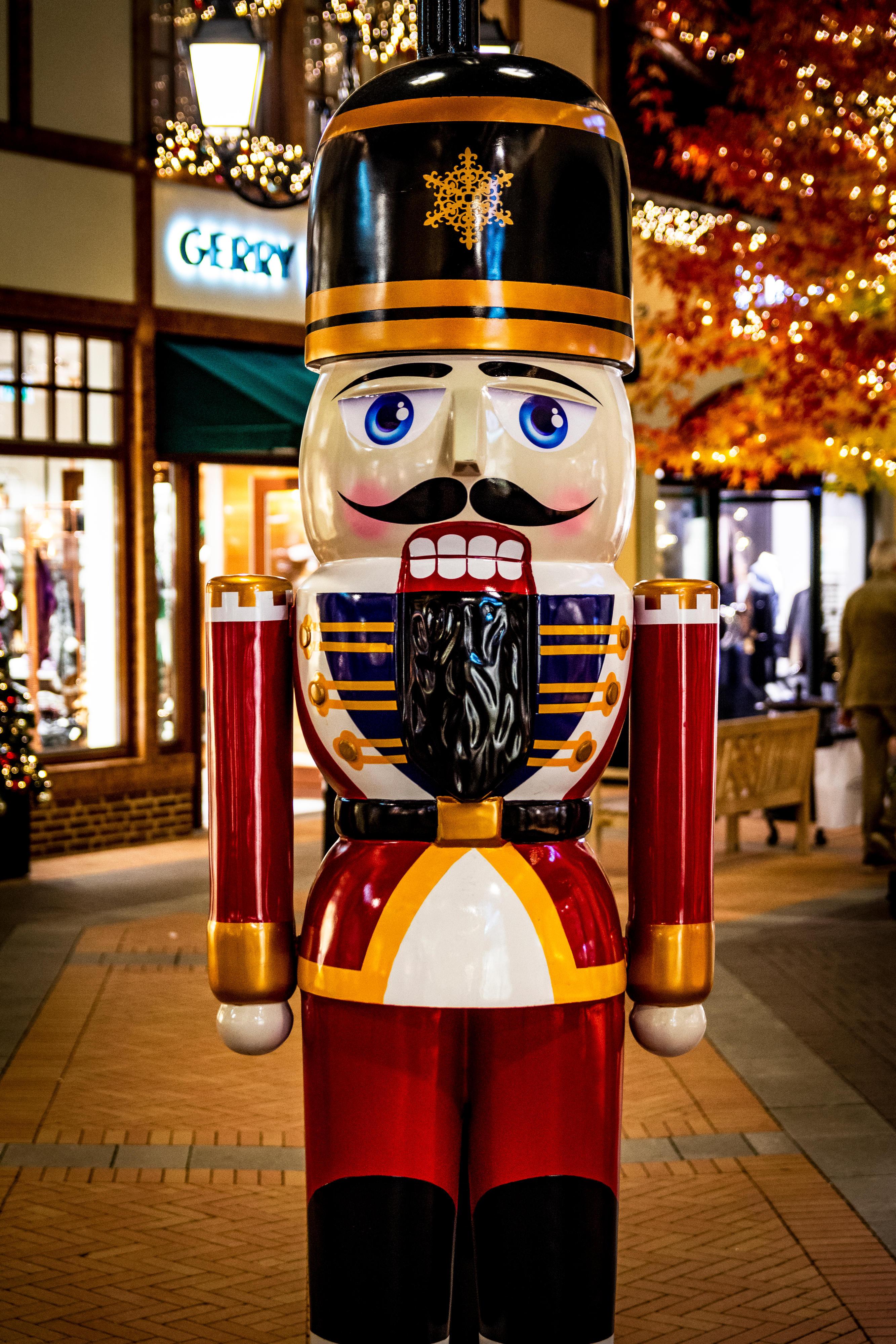 Weihnachtliche Dekoration im Designer Outlet Roermond