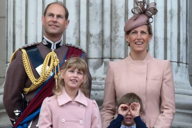 Prinz Edward mit Eherau Sophie und den Kindern Louise und James