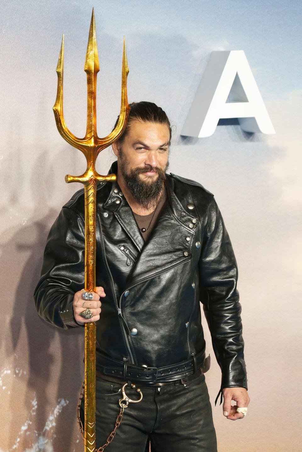 26. November 2018  Nicht ohne meinen Dreizack! Schauspieler Jason Momoa, er verkörpert den Helden Aquaman, bei der Weltpremiere dergleichnamigen Comicverfilmung in London.