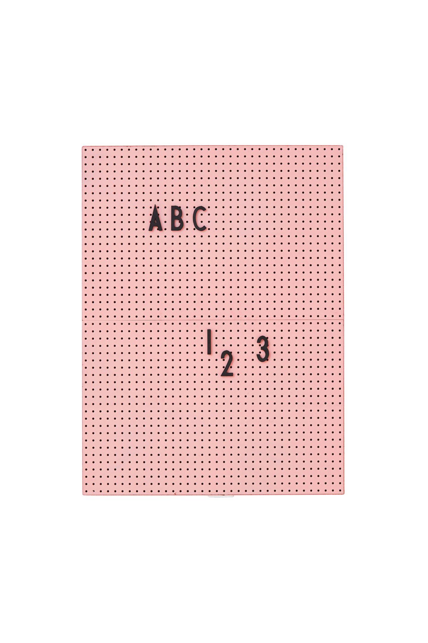 Für kleine Liebesbotschaften oder auch einfach mal die Einkaufsliste: Buchstabentafel von Design Letters über WestwingNow, ca. 49 Euro.