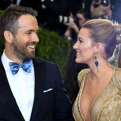 """Ryan Reynolds und Blake Lively  Blake Lively und Ryan Reynolds lernen sich am Set von """"The Green Lantern"""" kennen und werden erst enge Freunde, bevor sie sich auch auf romantischer Ebene näherkommen. Bei einem Doppeldate funkt es dann doch zwischen den beiden. Blake und Ryan sind seit 2012 glücklich verheiratet und haben zwei gemeinsame Kinder."""
