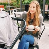 Seit 2013 lebt Alessandra Meyer-Wölden in Miami. Hier genießt sie ihr wundervolles Mami-Leben mit ihren fünf Kindern und ihrem Ehemann in vollen Zügen. Selbst wenn sie außerhalb einen Kaffee trinkt, ist der Buggy natürlich in direkter Reichweite. Von ihren Liebsten trennt sie sich nur ungern.
