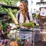 An Montagen geht Alessandra Meyer-Wölden immer einkaufen, um ihre Vorräte für die kommende Woche aufzustocken. Dabei landetvor allem frisches Gemüse sowie Obst in ihrem Wagen.
