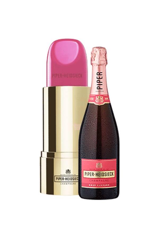 """Prickelndes Weihnachtsfest: Ihre Mutter liebt Beauty und trinkt auch gerne mal ein Gläschen Champagner? Dann ist die """"Lipstick-Edition"""" von Piper-Heidsieck ganz bestimmt das richtige Getränk, um auf das Fest der Liebe anzustoßen. Ca. 55 Euro."""
