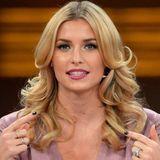 2013  Lena liebt Locken. Und was für welche! Bei der Jubiläumsshow von RTL zeigt sie sich mit 80's-Powerlook.
