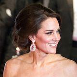 Feburar 2017  Big Hair! Die toupierte Hochsteckfrisur, die Herzogin Catherine auf dem roten Teppich der BAFTA Awards in London präsentiert, ist eine echte Style-Premiere.