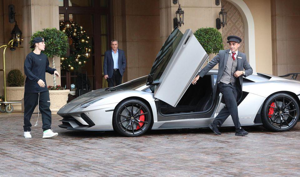 29. November 2018  Justin Bieber scheint nicht mit dem falschen Fuß aus dem Bett gestiegen zu sein: Gut gelaunt nimmt er seinen Lamborghini in Empfang ...