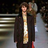 Auch im Februar 2018 zeigt Nikolai von Dänemark sein Können auf dem Catwalk und modelt für Burberry in London.