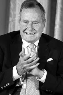 30. November 2018: George H.W. Bush (94 Jahre)  Nur knapp acht Monate nach seiner Frau Barbara ist nun der ehemalige US-PräsidentGeorge H.W. Bush ist im Alter von 94 Jahren gestorben. Er hinterlässt fünf Kinder.