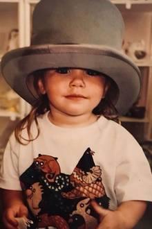 Lily Collins  Wie die meisten kleinen Mädchen liebt es auch Lily Collins sich zu verkleiden. Das lustige Throwbackfoto bekommen die Fans auf Lilys Instagram-Account zu sehen.