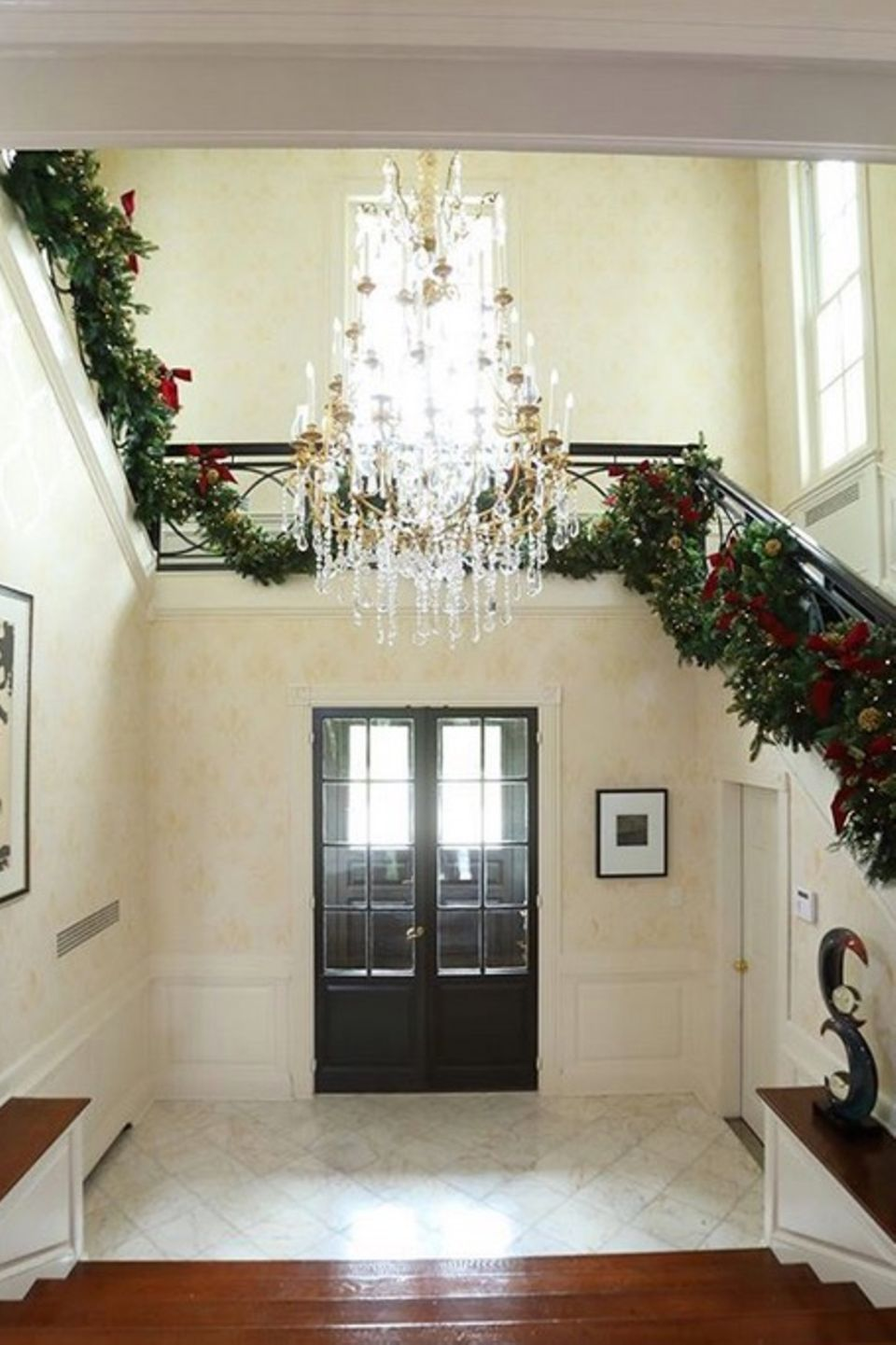 Direkt nach Thanksgiving fängt Catherine Zeta-Jones an ihr Haus für Weihnachten zu schmücken.