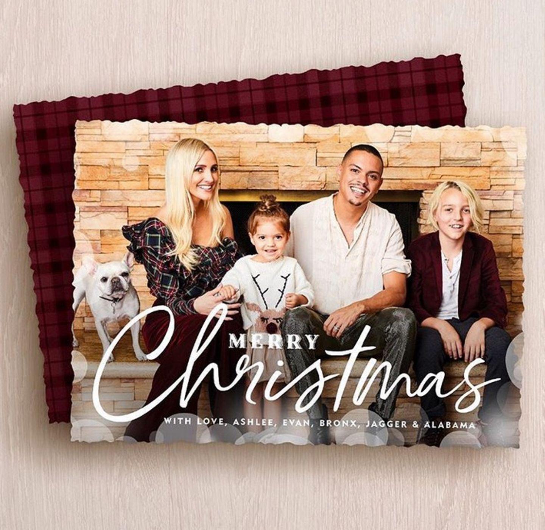 Ashlee Simpson, Evan Ross, Jagger, Bronx und Familienhund Alabama wünschen frohe Weihnachten.