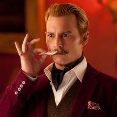 """In """"Mortdecai – Der Teilzeitgauner"""" (2015) zeigt sich Johnny Depp erblondet. Mit Zwirbelbart spielt er einen schrulligen englischen Kunsthändler."""