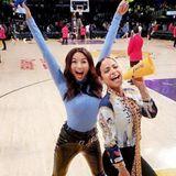 Bei den Mädels ist die Freude groß, denn die Lakers haben das Spiel tatsächlich gewonnen. Es sieht so aus, als hättenJeannie Mai und Christina Milian dem Team Glück gebracht.