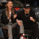 Model Behati Prinsloo und Sänger Adam Levin verbringen eine Date-Night beim Basketballspiel der Lakers. Das Paar jubelt, klatscht und tobt, während das Sportteam einen Korb nach dem anderen versenkt.