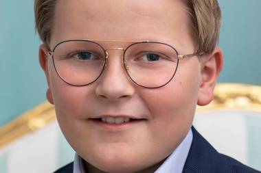 22. November 2018  Schick mit Brille posiert Prinz Sverre Magnus auf den neuen offiziellen Fotos zu seinem 13. Geburtstag.
