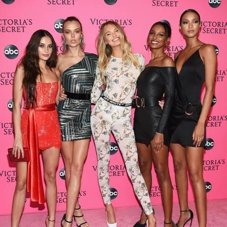 Nach der Show ist vor der Party:Kelsey Merritt, Josephine Skiver, Romee Strijd, Jasmine Tookes und Lais Riberio sind nur einige der Engel, die sich nach dem Laufsteg-Zauber die Dessous-Show bei der Viewing-Party noch einmal ansehen.