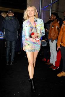 Bereits auf der Pre-Fall 2019 Versace Show Anfang Dezember in New York strahlte Kruger vor Glück!Mit ihrem Besuch der Modenschau zeigte sich die deutsche Schauspielerin nun nur vier Wochen nach der Geburt wieder in der Öffentlichkeit - und könnte in ihremMini-Dress nicht besser aussehen!